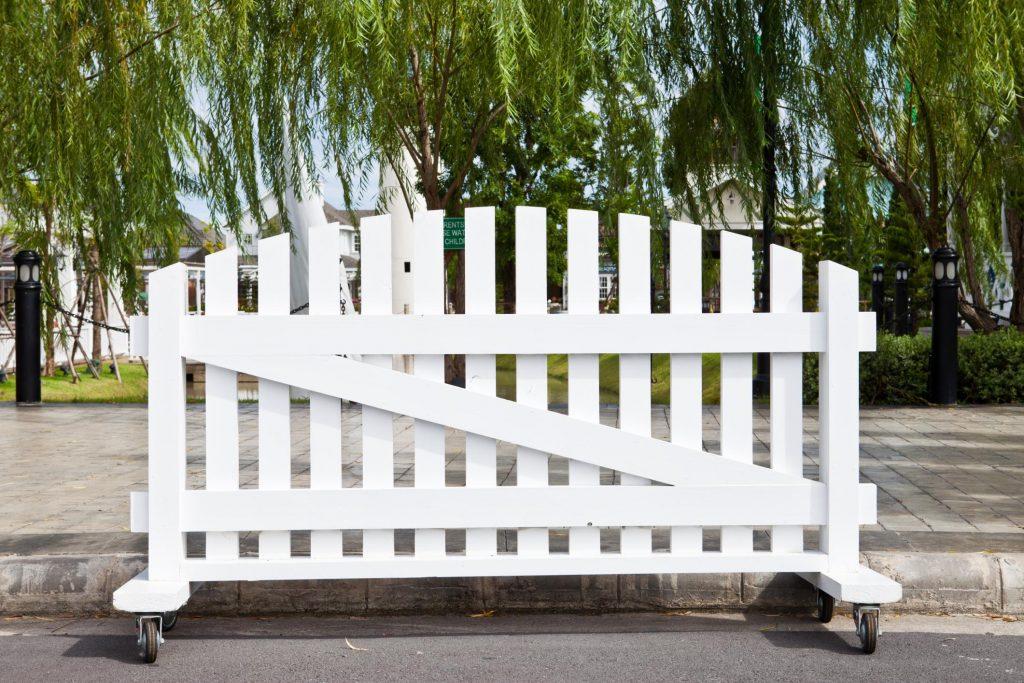 rounded white vinyl fence